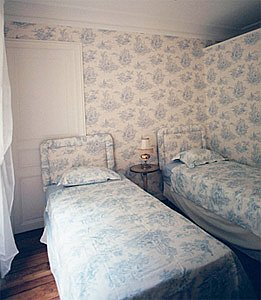 Paris apartment bedroom 1 pix 1: 6th arrondissement rue des Chartreux; Luxembourg Gardens