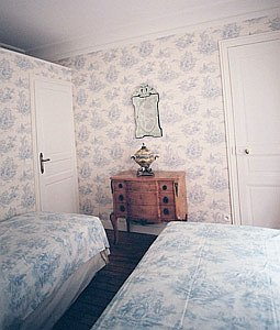 Paris apartment bedroom 1 pix 2: 6th arrondissement rue des Chartreux; Luxembourg Gardens