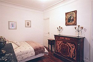Paris apartment master bedroom pix 1: 6th arrondissement rue des Chartreux; Luxembourg Gardens