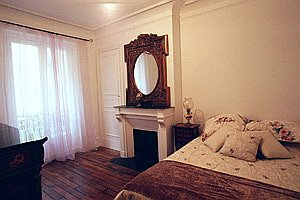 Paris apartment master bedroom pix 2: 6th arrondissement rue des Chartreux; Luxembourg Gardens